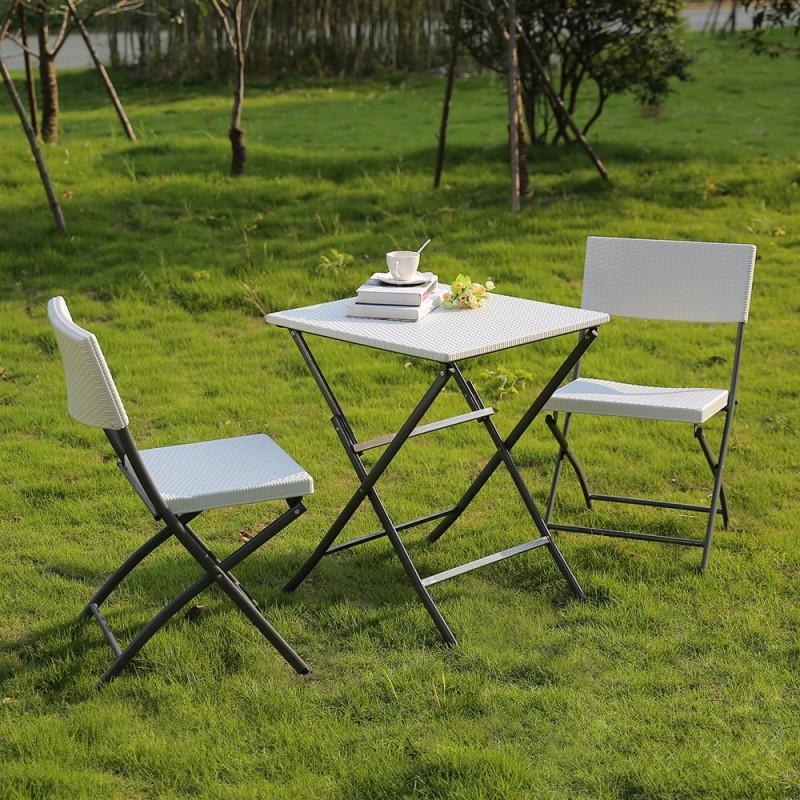 salon de jardin ext rieur compos d 39 une table et de 2. Black Bedroom Furniture Sets. Home Design Ideas